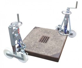 Manhole-cover lifter, wheelded